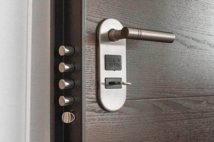 come aprire una porta blindata